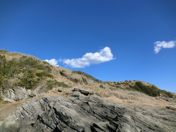 長浜海岸…冬の青い空、白い雲